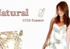 【骨格診断ナチュラルコーデ#10】 夏の名残を楽しむフェザー柄マキシワンピ。スタイリッシュボディをやわらかく魅せる方法とは